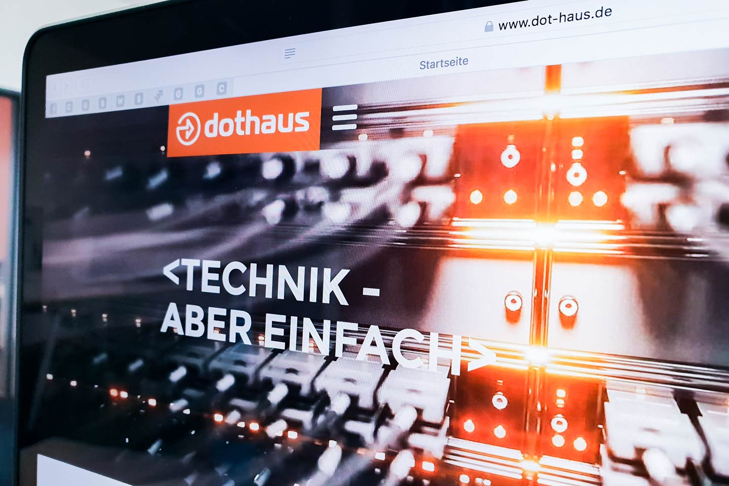 dot.haus-Website auf Laptop